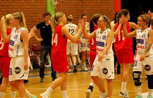 Elisabeth Landsten har spelat många matcher med Jämtland Basket - men nu är det slut. 31-åringen kommer inte att släppa basketen helt och öppnar för att kanske ta en ledarroll nästa säsong.