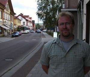 Ordförande. Erik Bergqvist är köpmannaföreningens ordförande i Leksand. Totalt har föreningen 55 medlemsbutiker i centrala Leksand. Han säger att det bara är någon butik i centrala Leksand som märker av konkurrensen från köpcentret vid Hjultorget. Foto:Göran Persson