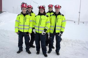 Några av de lärlingar som får jobb tack vare läktarbygget är från vänster Robin Lind, Johan Eriksson, Linda Undegård, Jonas Elvinsson och Mattias Johansson.