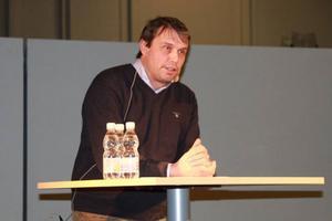 Daniel Kindberg berättade bland annat om Libyensamarbetet som skall sys ihop slutgiltigt 16-23 januari på plats i Tripoli.