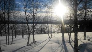 Den här fantastiska utsikten över Blåsjön finns direkt utanför bakstugan där Lillian och Aron har sitt tunnbrödsbageri.