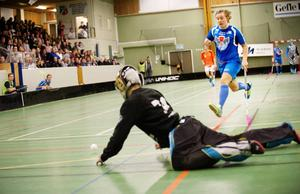 GGIK:s poängkung Simon Cederström har flyttat till de svenska mästarna Falun. Nu måste han ersättas.