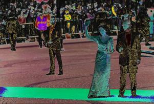 Kung Carl Gustaf och drottning Silvia vinkar vid Stockholms Konserthus inför det kungliga bröllopet.