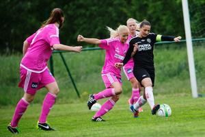 Silvia Erkisi (t.h) blev tvåmålsskytt mot Sätra.