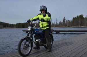 Nils Mogren på bryggan vid Sången.