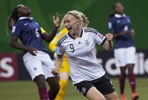 Östersunds kommun har beslutat att satsa 700 000 kronor om arrangemanget av U20-VM i fotboll för damer hamnar i Sverige och staden 2016. Här en bild från match mellan Tyskland och Frankrike vid sommarens U20-VM.