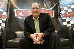 """John Lasseter har regisserat filmer som """"Toy story"""" och """"Bilar"""". Han är mannen bakom Pixar som revolutionerat animationsvärlden."""