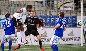 Oscar Berglund fick släppa in två mål på Behrn arena.