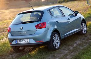 Nya Seat Ibiza har rätt att se kaxig ut. Den är byggd på VW-koncernens helt nya småbilsplattform och med råstark dieselmotor klarar den också den svenska miljöbilsgränsen.