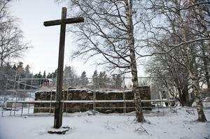 Arbetet med att rusta kyrkoruinen startade förra veckan.