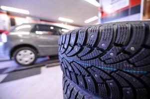 Det är viktigt med bra däck, och ett antisladdsystem underlättar körningen.