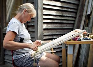 Helena Hedlund har inspirerats av gässen på ängarna runt Skaparbyn.