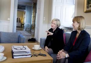 TRÄFFADE LANDSHÖVDINGEN. Wanja Lundby-Wedin passade på att träffa landshövding Barbro Holmberg. De pratade om lösningar för att skapa fler jobb i länet.