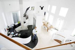 Ett speciellt hus kräver en speciell interiör. Möbleringen är genomtänkt in i minsta detalj.