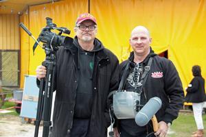 Filmaren Lars Bermann, till vänster, fick kontakt med Lill-Stickans genom Färilabördige ljudteknikern Kenneth Selin.