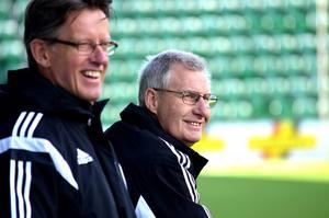 Per Persson och Kenneth Svensson kunde hålla god min vid spelarbänken.