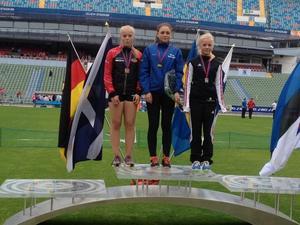 Elina Karvonen, mitten, vid ett tidigare tävlingstillfälle.