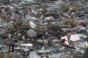 Kaos, förödelse och samhällen som har förintats, är nu verklighet i den filippinska övärlden efter helgens naturkatastrof. Hjälpbehovet är gigantiskt för lång tid framåt.