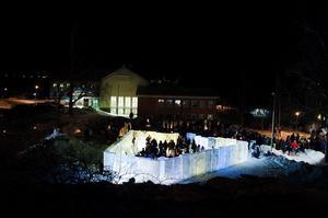 Isborgen som har en yta på cirka 90 kvadratmeter var fylld med olika isskulpturer som eleverna på Ålsta folkhögskola skapat.