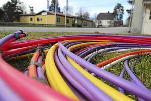 Norrtälje Energi, kommunens eget bolag, ger kommunen 17 miljoner i koncernbidrag varje år. I stället borde kommunen låta pengarna användas till att bygga ut fiber, skriver Tommy Grönberg.