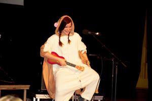 Nadja Wallenius framförde den egenskrivna låten
