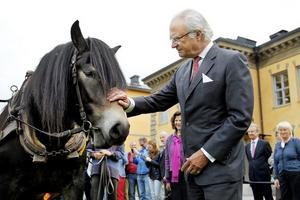 Nordsvenska fyraåringen Heda fångade kung Carl XVI Gustafs uppmärksamhet inför besöket på Mittuniversitetet.