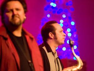 Micke Finell och Robin Olsson i Refreshments under julkonserten.
