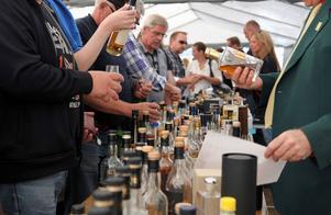 .Besökarna kunde ta del av 14 olika whiskyprovningar från flera olika stora whiskyimportörer. Destilleriet och lagerhusen stod även öppen för de som ville se hur den gyllene drycken skapas.