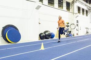 I träningshallen i Birsta slipar han formen.