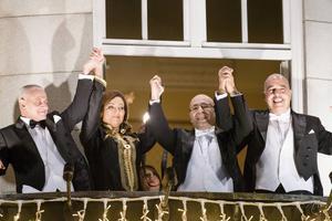 Fyra folkliga organisationer i Tunisien får Nobels fredspris för att de genom att skapa en konsitution lyckats bidra till en fredlig utveckling i sitt hemland. Längst till vänster strår fackets man – Hassine Abassi.
