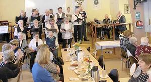 Kören Sjung och minns framträdde vid PRO Folkärna Krylbos årsmöte.