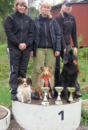 Klubbmästare agility 2011. Från vänster: Carina Kjellin med Kelli, Annelie Pettersson med Tosca och Camilla Nyberg med Neo. Bild: Privat.