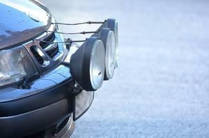 Tjuvarna hade stulit bilens extraljus. Bilen på bilden är inte det aktuella fordonet.