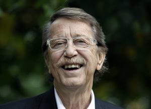 Kjell Lönnå, 78 år, körledare:   – Kan du lova att utveckla Norra berget till ett norrländskt Skansen?