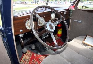 Originalklädsel i värsting-Forden som gangstrarna i USA älskade för att den gick 140 km/tim. Så fort har ägaren John Nordgren aldrig vågat köra med sin veteranbil.