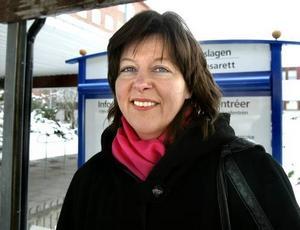 Glädje och oro. Nu kommer vi att få ännu mindre tid för varje patient, säger sjuksköterskan Carina Meriläinen. Trots allt negativt vill hon ha sagt att hon tycker att det är jättekul att gå till jobbet.