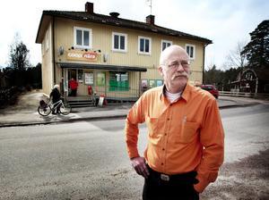 Per-Olov Sonefors har länge befarat att butiken förr eller senare skulle bi utsatt för en rånare.
