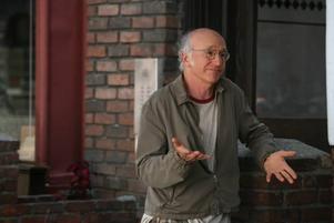 Välkommen tillbaka. Larry David gör en typisk allensk cyniker, av pensionärs-modell.
