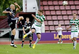 Ny skadesmäll för Grönvitt. VSK fick oavgjort borta mot Öster - men poängen blev dyrköpt. Mittfältaren Patrik Grönvall tvingades avbryta matchen med ett befarat benbrott i foten.