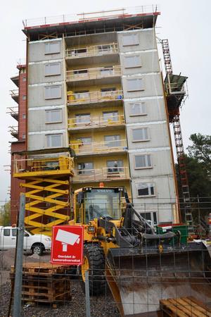 26,7 meter högt kommer det färdiga huset att bli.