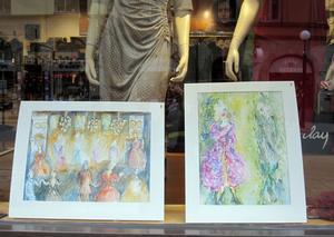 Akvareller av Elvy Frithiof i modebutiken Johannas.