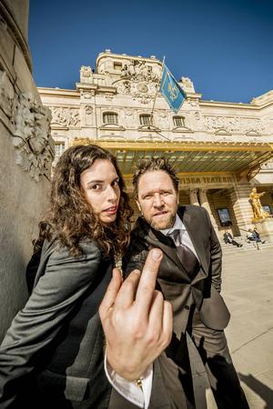 Ana Gil de Melo Nascimento och Filip Alexandersson satsar på att reta upp publiken i performanceverket