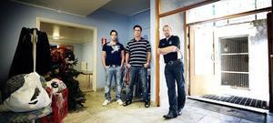 Gärdesskolans fritidsgård är än en gång drabbad av översvämning. Nu tvingas fritidsgården hålla stängt och fritidsledarna Hakim Korselius, Örjan Larsson och Tommy Algotsson vet inte för hur länge.
