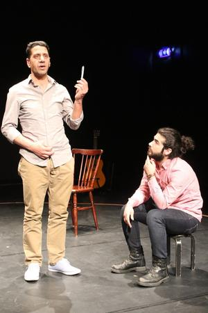 Anas Alsad och Morhaf Moghdeb har förälskat sig i teatern genom sitt arbete med