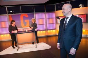 Partiledarduell i programmet Agenda. Mona Sahlin (S) och Fredrik Reinfeldt (M) möttes under programledaren Karin Hübinette ledning.