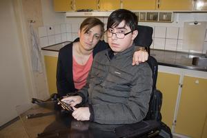 Muskelsjuke Gigi Kamkamidze fick inte med sig sin permobil när han lämnade Långshyttan.