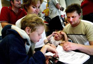Familjeträff på läktaren för snart tio år sedan, med Emil Dahlbergs prestationer och kommande lopp i fokus.