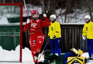En bekant syn när Söråker spelar match – en målfirande Malin Persson och besvikna motståndare. I år har mittfältaren hittills gjort fyra mål på tre matcher. Fler lär det bli.
