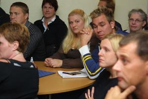 Linda Wiklund, i mitten, ansåg att Strömsbruks skola har ett större existensberättigande än Jättendals.