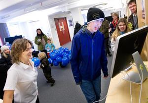 På annonsavdelningen anordnades en grimastävling. Där fick alla som ville vara med och tävla, med sin fulaste grimas. Jonas Karström var en av dem som tog chansen att sätta fart på minspelet och försöka vinna priset i form av biobiljetter.